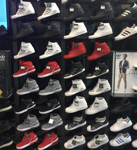4 foot lava l foot locker 3035 boul le carrefour laval qc
