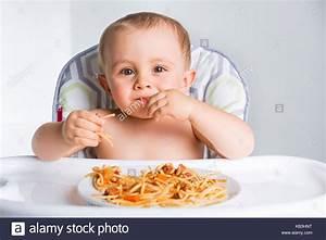 Abendessen Auf Englisch : baby essen ihr abendessen und ein chaos stockfoto bild 161734324 alamy ~ Somuchworld.com Haus und Dekorationen