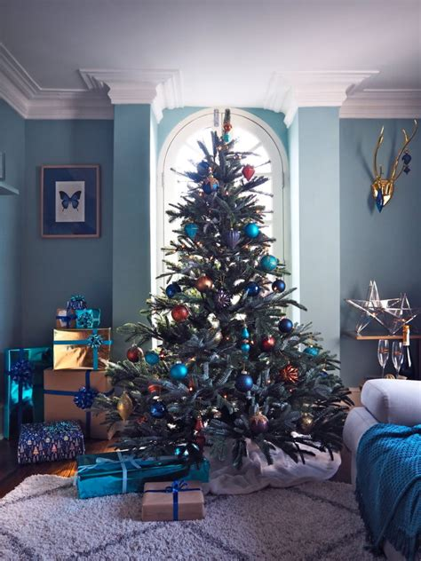jewel toned christmas tree christmas tree decorating ideas