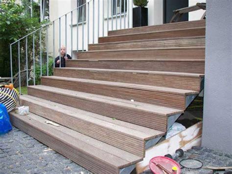 treppe stahl holz treppe aus feuerverzinktem stahl mit belag aus banghirei holz