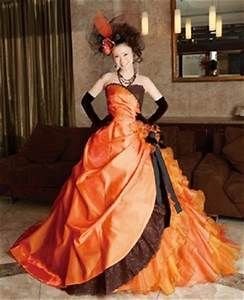 Halloween wedding dress in orange and black for Black and orange wedding dresses