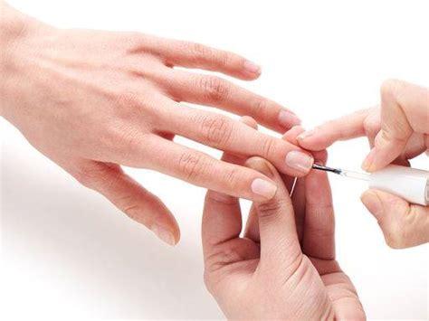 Виды и особенности праймеров для наращивания ногтей. Правила выбора подходящего средства.