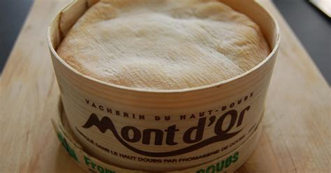 comment cuisiner un mont d or cuisson du mont d or au four 28 images mont d or au