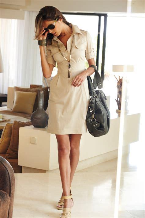 tenue bureau femme tenue pour le travail robe chemisier à boutons beige à