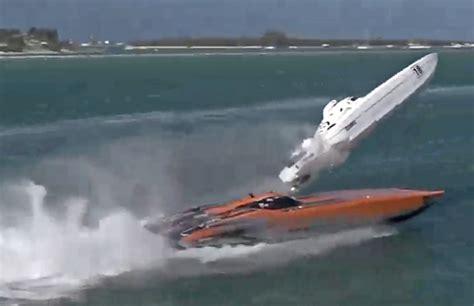 Boat Crash Florida Keys by Dramatic Powerboat Race Crash Video South Florida Reporter