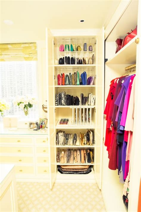 25 changing ways to organize your purses closetful of clothes