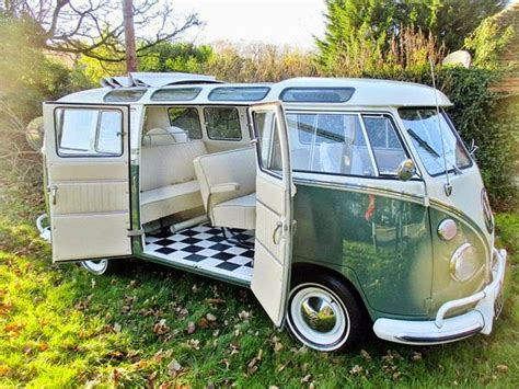 1966 Volkswagen Type 2 Splitscreen Sunroof