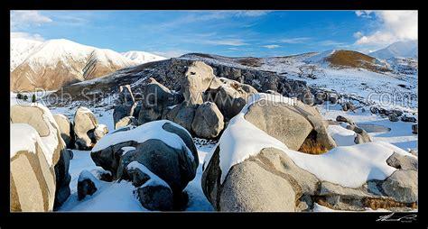 Castle Hill limestone rock climbing area in winter snow ...