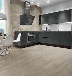 carrelage effet parquet taupe pose dans une cuisine With parquet dans une cuisine
