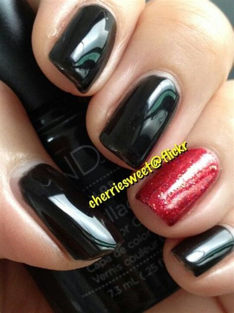 black  red accent    pull  black nails