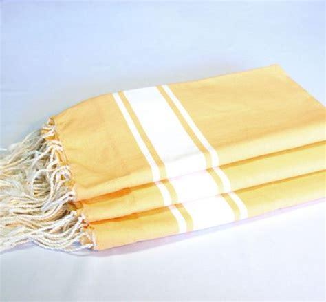 jeté de canapé gris perle la fouta traditionnelle tissée plat chez et