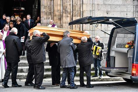 Raymond poulidor nous attendait en charentaises. FEMME ACTUELLE - Obsèques de Raymond Poulidor : Roxana ...