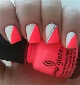 Neon pink orange nails with white diagonal and rhinestone