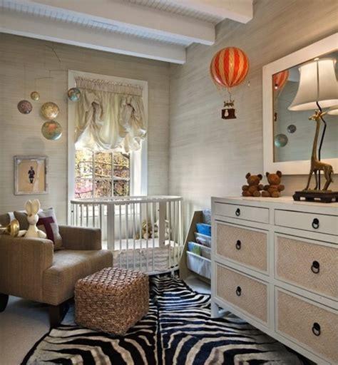 chambre zebre et le tapis chambre bébé des couleurs vives et de l