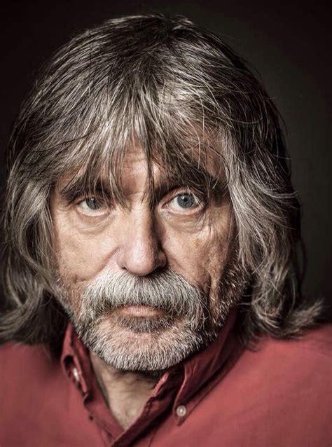Daar schreef hij voornamelijk over voetbal en dat is niet zo vreemd. Johan Derksen. | People, Beautiful, Inspiration