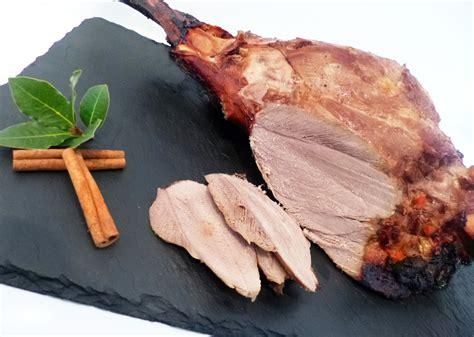 cuisiner cuissot de sanglier cuissot de sanglier rôti au four la recette facile par
