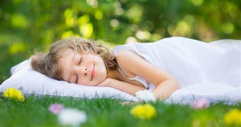 In Welche Himmelsrichtung Sollte Mit Dem Kopf Schlafen by Matratzen Eingebettet In Den Schlaf Matratzen Test Ch