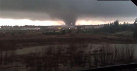 homes wrecked dozen hurt  mississippi tornado video
