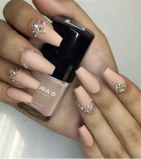 The latest fad in eth nail art industry is to go all gothic on the nail front. Coffin | Uñas con piedras, Diseños de uñas, Uñas