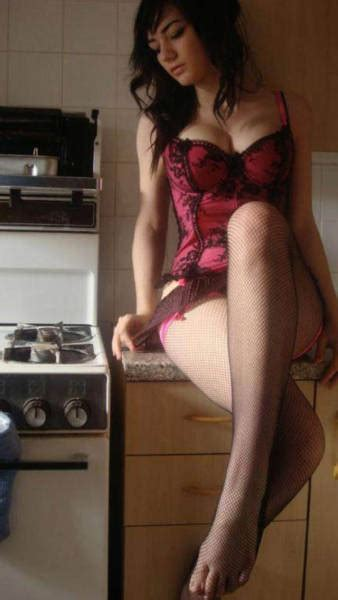 hot girls   kitchen cooking hot meals  pics