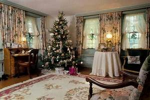 Decorating For A Victorian Era Christmas LoveToKnow