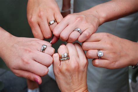 wearing  rings articles easy weddings