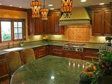 Green Granite Countertops - zielony kamień w kuchni kamienaturalny