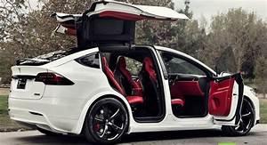 Modèle Tesla personnalisé X avec intérieur rouge Bentley, vendu pour 180 000 $ - Des Voitures ...