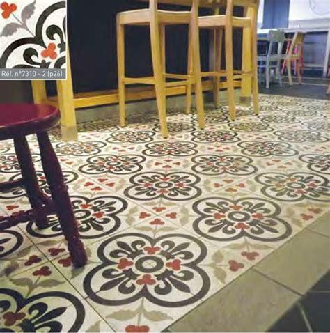 credence cuisine imitation carreau de ciment lys et fleurs 20x20 cm ref7310 1