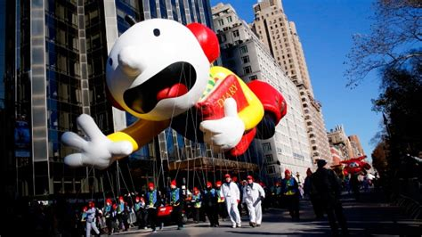 cold balloons fly  macys thanksgiving day