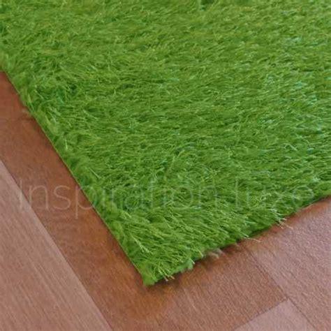 tapis vert de salle de bain sur mesure