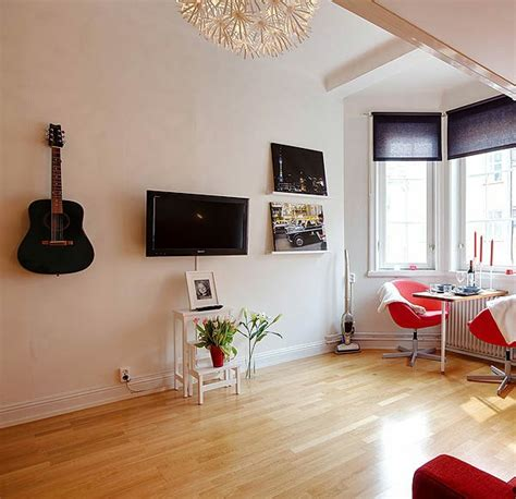 Einrichtung Kleiner Kuechekleine Kueche Mit Eingebauten Schraenke In Die Wand by Kleine Wohnung Einrichten