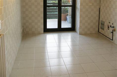 piastrelle sottili 3 mm coprire il pavimento vecchio con le nuove piastrelle
