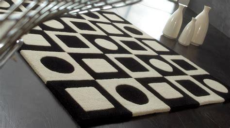tapis  laine noir  blanc motifs geometriques tapis