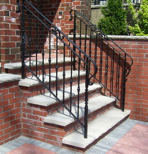 Outdoor Banisters And Railings by Best 25 Outdoor Stair Railing Ideas On Deck