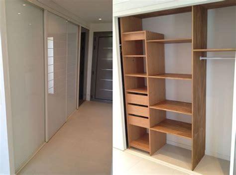 miroir dans chambre aménagement rangements placards et portes dressings