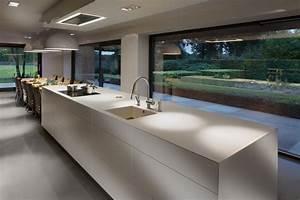 cuisine design blanche et bois avec ilot voici une cuisine With piscine avec ilot central 4 la cuisine blanche par cuisinella
