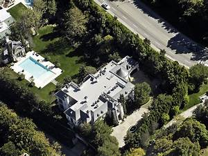 Michael Jackson's Final Home and Deathbed for Sale ...