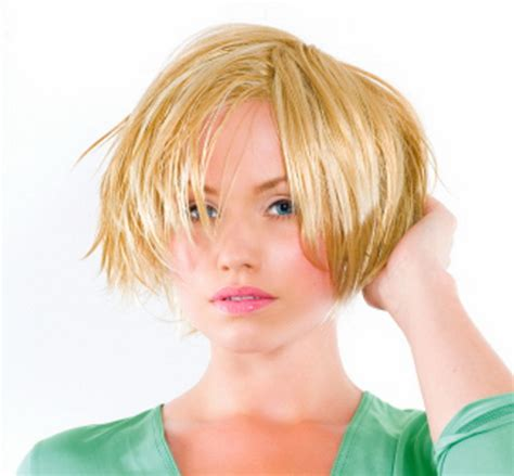 Hairstyles for growing out short hair