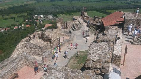 A szigligeti vár a balaton felvidék leglátványosabb vára, melyet a pannonhalmi apátság építtetett 1260 és 1262 között. 5+1 vár a Balaton-felvidéken - Kirándulás a történelembe