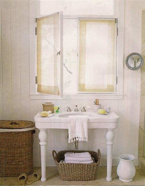 Dreamy Little Bathrooms, Part 1 Classic White « Covet Living