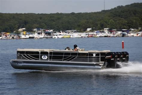 World S Fastest Pontoon by Fastest Pontoon Boat In The World 114mph