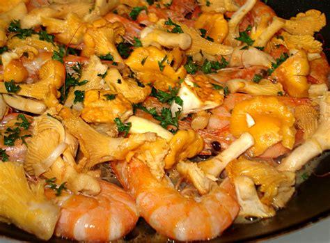 cuisiner des girolles fraiches recette girolles des vitamines dans la casserole