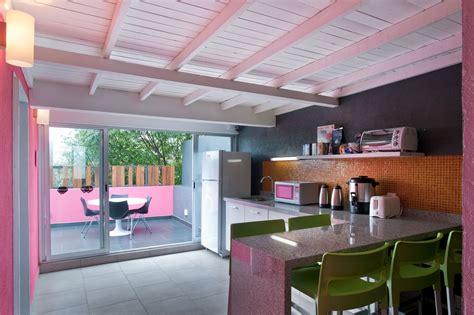 gallery  hostel la buena vida arco arquitectura