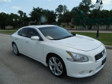 sell   nissan maxima  sv sport package white