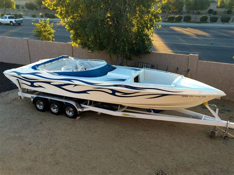 Cheetah Boats by Cheetah Cx 29 Mid Cabin Offshore Power Boat 2004 For Sale