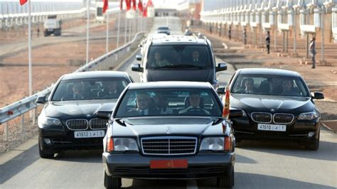 vid 233 o 224 rabat un homme se jette sur la voiture du roi du maroc 24