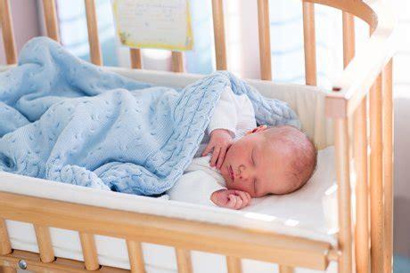 Decke Oder Schlafsack Fürs Baby Vor Und Nachteile