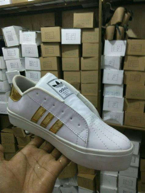 jual sepatu olahraga adidas warna putih emas wanita pria boots sekolah di lapak sepatu anak
