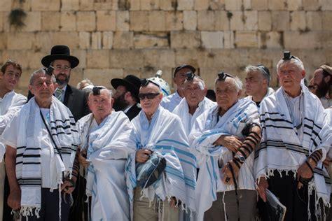 30 Holocaust Survivors Mark Barbat Mitzvahs In Jerusalem